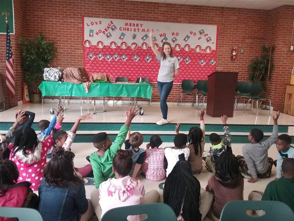 Jackson Zoo Instructor Molly Cadwell and students