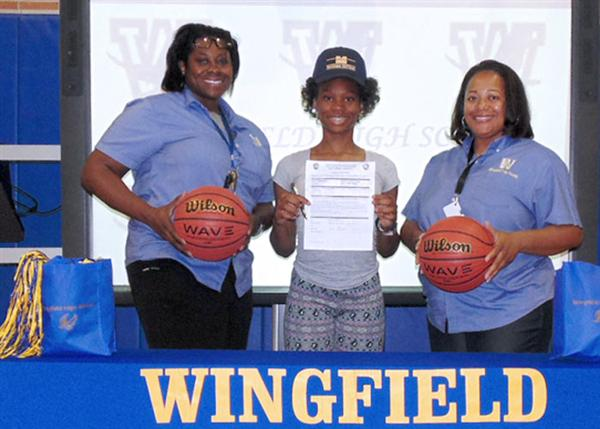 Wingfield signee with her coaches